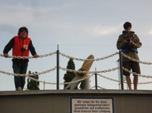 桟橋でスタンバイの原野代表