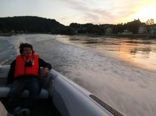 猛スピードのボート