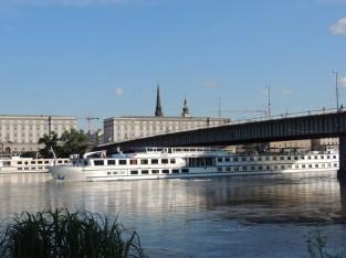 ドナウ川を行き来する豪華な客船