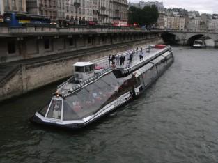 パリならではの豪華な遊覧船